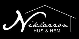 logo niklazzon vit på svart botten-09
